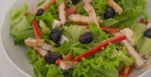 Insalata di pollo con feta greca